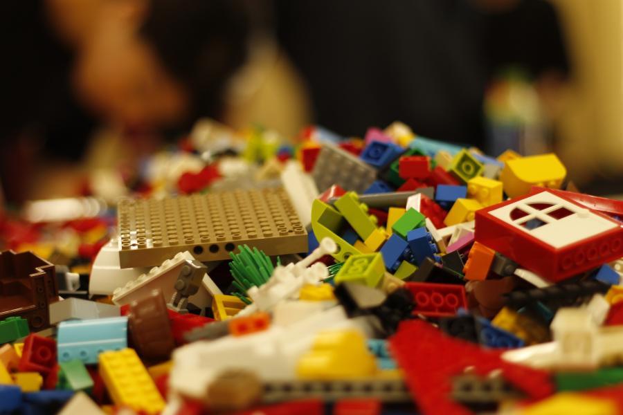 Leg med LEGO på biblioteket